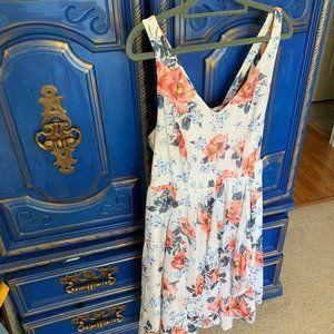 Torrid Size 1 (14/16) Floral Spring White Dress